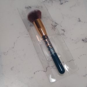 It Cosmetics Rounded Foundation Brush